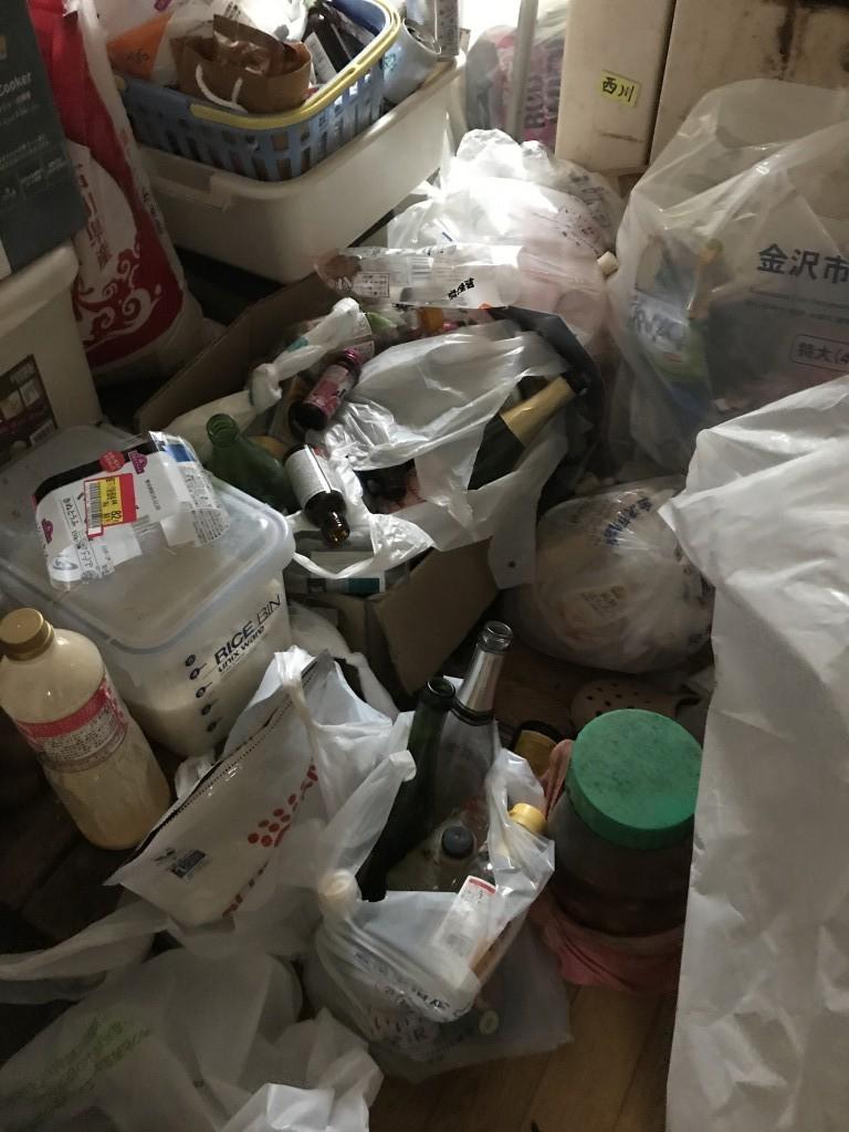 【金沢市百坂町】軽トラ1台分の不用品処分と片付け・簡易清掃のご依頼☆年内に綺麗になりお喜びいただけました!