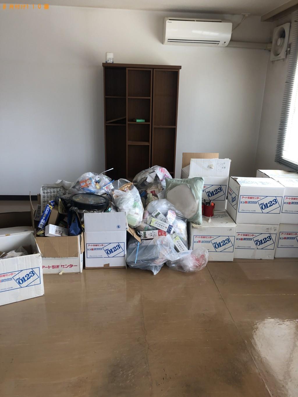 【金沢市】ロッカー、業務用机、本棚、ソファー等の回収・処分ご依頼
